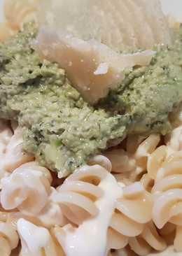 Pasta con Pesto de Aguacate y Nueces