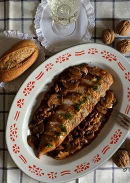 Solomillo de pavo en salsa de portobello y nueces