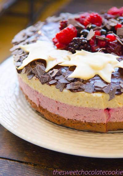 Tarta mousse de frambuesa, mora y chocolate