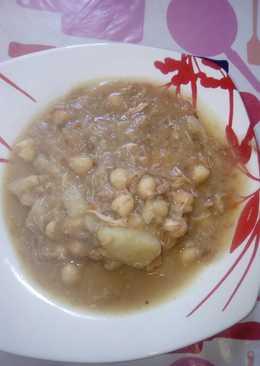 Cocido de garbanzos y coles