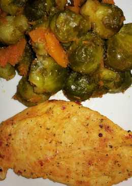 Coles de Bruselas al vapor y pechuga de pollo al curry
