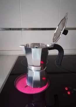 Café en cafetera italiana (Vitrocerámica)