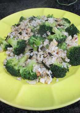 Ramilletes de brócolicon arroz integral y ajetes para los veganos