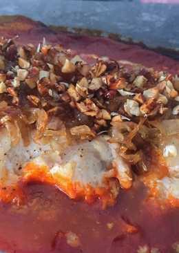 Bacalao con cebolla caramelizada y almendras fritas
