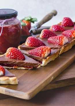 Pie de chocolate y mermelada de fresas. Vegana