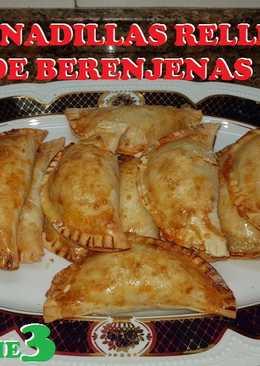 Empanadillas rellenas con relleno de berenjenas