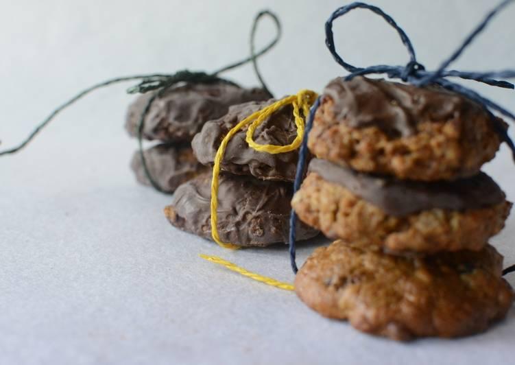 Galletas de muesli, coco y cubierta de chocolate