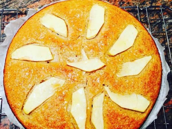 Bizcocho de avena manzana, plátano, canela y miel