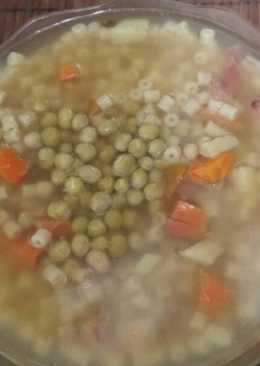 Sopa de verduras y fideos para días fríos