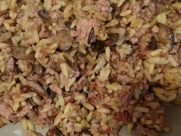 Arroz al curry con champiñones y carne picada