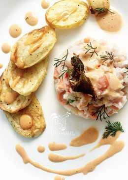 Ceviche de salmón y corvina con salsa rosada y batatas al horno