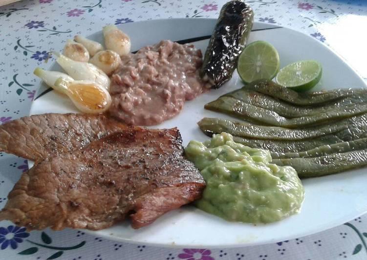 Carne asada a la bbq con guarniciones estilo enojona - Guarniciones para carne en salsa ...