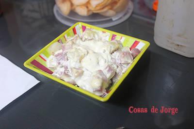 Jamón asado con patatas con mayonesa
