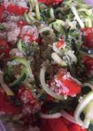 Ensalada de quinoa, calabacines y pimientos