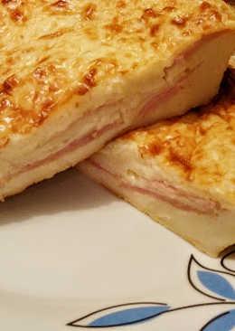 Coca de jamón y queso