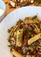 Macarrones de lenteja con setas y soja
