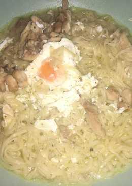 Fideos chinos con pollo y huevo facilísimo