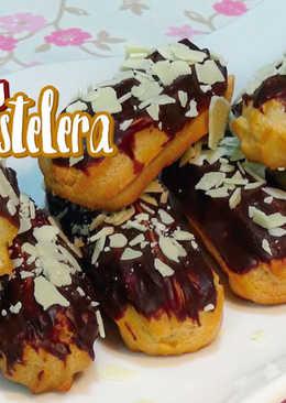 Eclairs o Relámpagos rellenos de crema pastelera con cobertura de chocolate