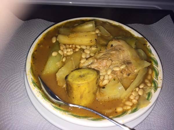 Sopa de frijoles blancos con costillas de cerdo