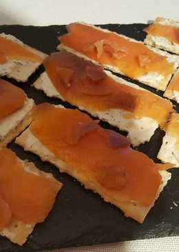 Canapé de queso finas hierbas y salmón