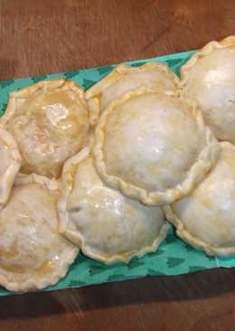 Pastelitos de pavo, jamón y quesos con cúrcuma