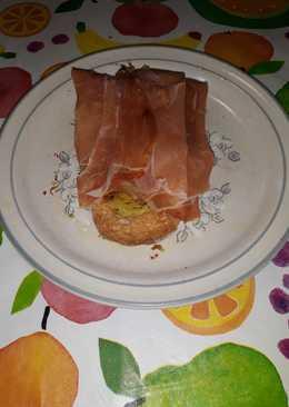 Tostada de jamón serrano con esnacks de jengibre al ajo y perej