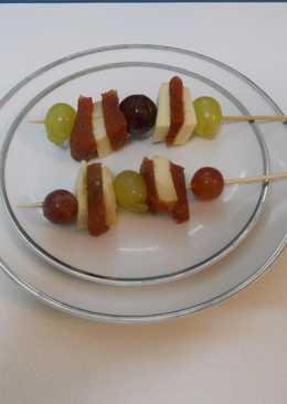 Brocheta de membrillo y queso y uvas