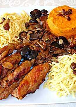 Tiras de carne de cerdo con setas variadas, boniato y pasta fresca