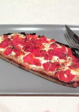 Pan Rustik Bakery con mozzarella y tomatesal horno
