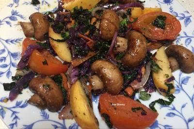 Salteado de Kale, Lombarda y Champiñones Portobello