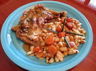 Muslo de pollo con alubias