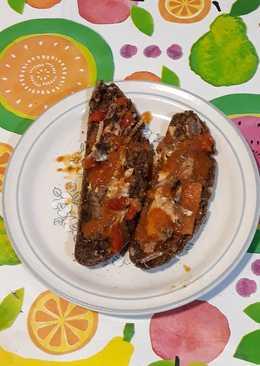 Pan negro con sardinas con tomate en escabeche