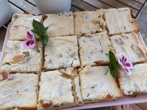 Pastel polaco de manzana con merengue de almendras