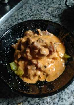 Sartenada de lagarto ibérico en salsa de piquillos