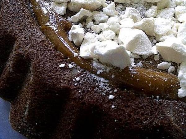 Torta de chocolate, dulce de leche y merenguitos