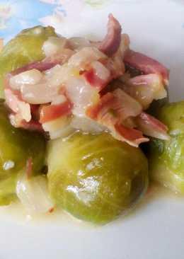 Coles de bruselas en salsa de jamón
