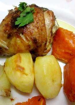 Presas de pollo, papas y batatas con aderezo especial y margarina ligera