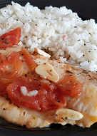 Filete de Merluza en Salsa de Tomate, Ajo y Albahaca