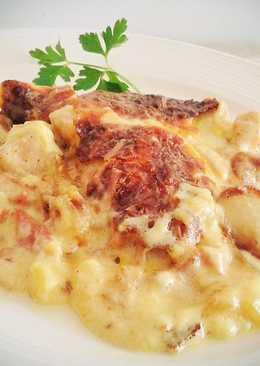 Patatas con pollo, bacon y bechamel
