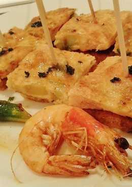 Pinchos de tortilla de langostinos con espárragos verdes