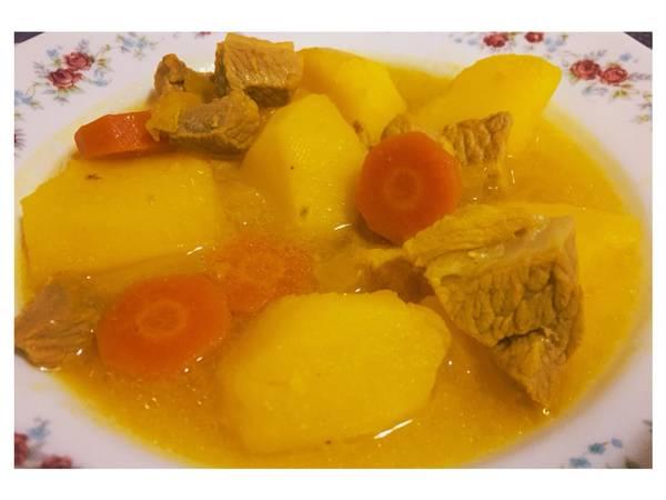 Estofado de patatas y carne o Guisillo Almeriense