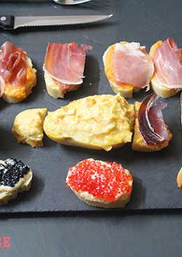 Tabla de aperitivos con caviar y cecina