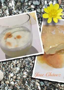 Cóctel pisco sour y tosta de foie con chutney plátano, pan leche