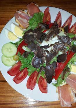 Ensalada de mollejas de pato con queso de cabra de Rocamadour