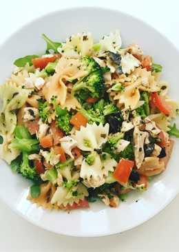 Ensalada de pasta, pollo y brócoli