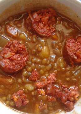 Lentejas con verduras, chorizo y especias