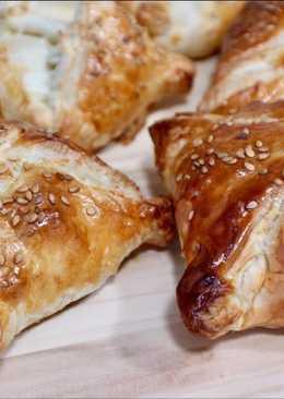 Hojaldre relleno de pollo con queso