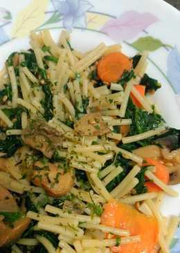 Fideos con espinacas y cilantro