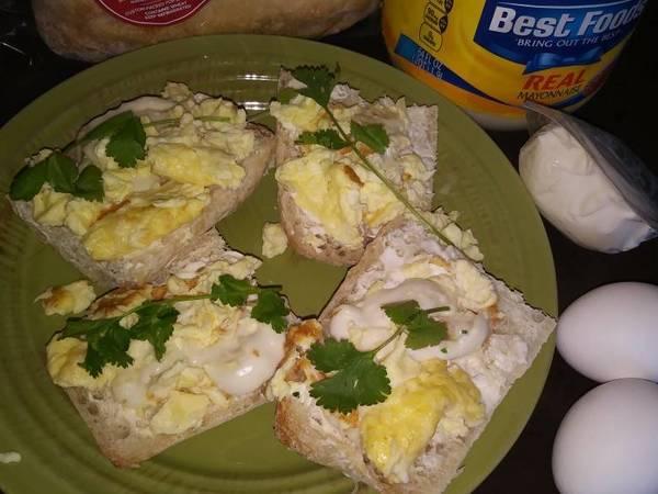 Molletes de huevo