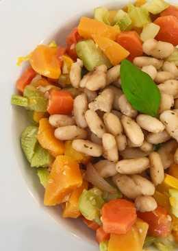 Verduras al vapor con alubias blancas rehogadas